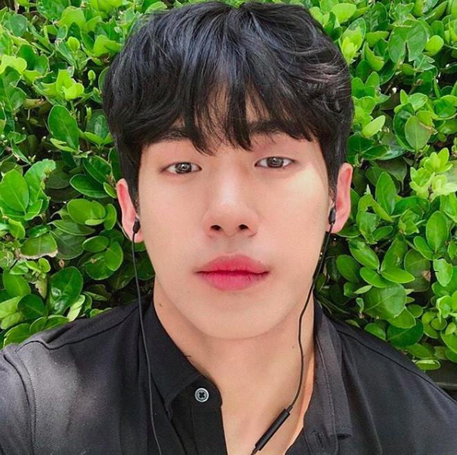 Hot boy Hàn Quốc ghé thăm Đà Nẵng cao 1,84 m, thân hình chuẩn 6 múi-8