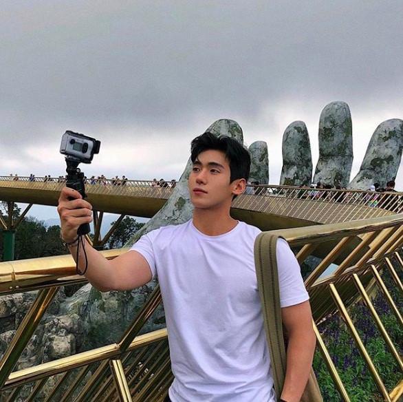 Hot boy Hàn Quốc ghé thăm Đà Nẵng cao 1,84 m, thân hình chuẩn 6 múi-9