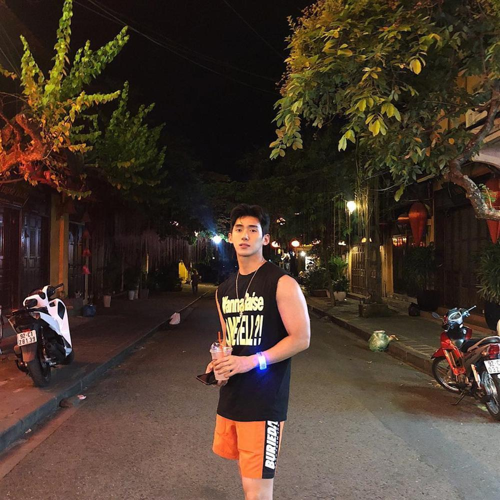Hot boy Hàn Quốc ghé thăm Đà Nẵng cao 1,84 m, thân hình chuẩn 6 múi-10