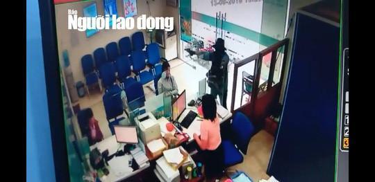 Truy bắt tên cướp ngân hàng ở Tiền Giang-1