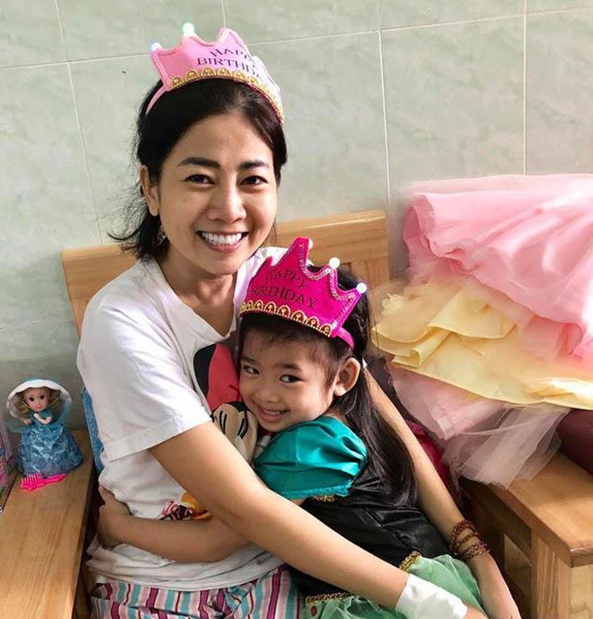 Nụ cười hạnh phúc của con gái Mai Phương sau ngày mẹ xuất viện-2