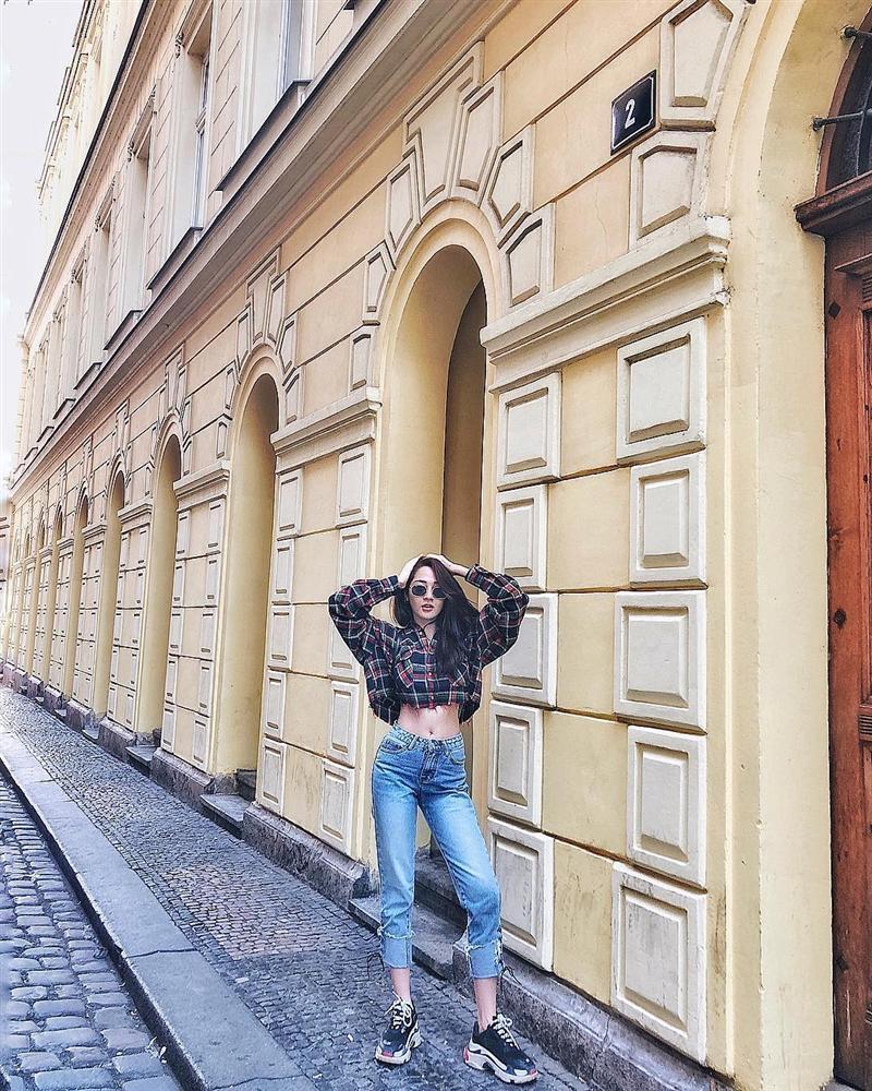 Tăng Thanh Hà lên đồ công sở sành điệu - Sơn Tùng dát hàng hiệu chất ngất dẫn đầu top sao mặc street style đẹp - ảnh 9
