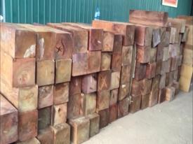 Quảng Trị:  Lật tẩy 'mánh khóe' giấu hàng ngàn thanh gỗ quý trong... giấy phế liệu