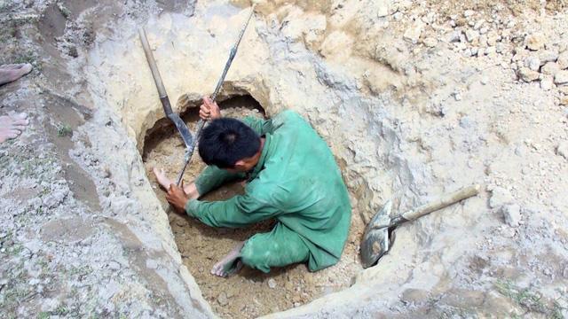 Phú Yên: Đá lạ được thu mua 3 triệu đồng/kg, hàng ngàn người đổ xô tìm kiếm-3