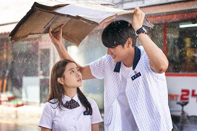 Chênh lệch chiều cao tới 29cm, Park Bo Young vẫn đẹp đôi hết nấc bên bạn trai-12
