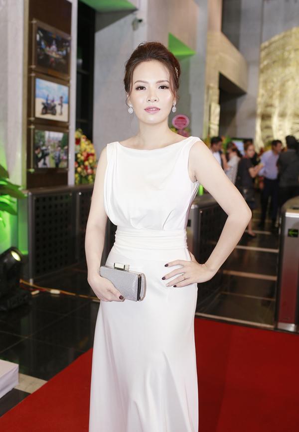 Nhã Phương lộ bụng to bất thường - Angela Phương Trinh lấy lại danh xưng nữ hoàng thảm đỏ tuần qua-11