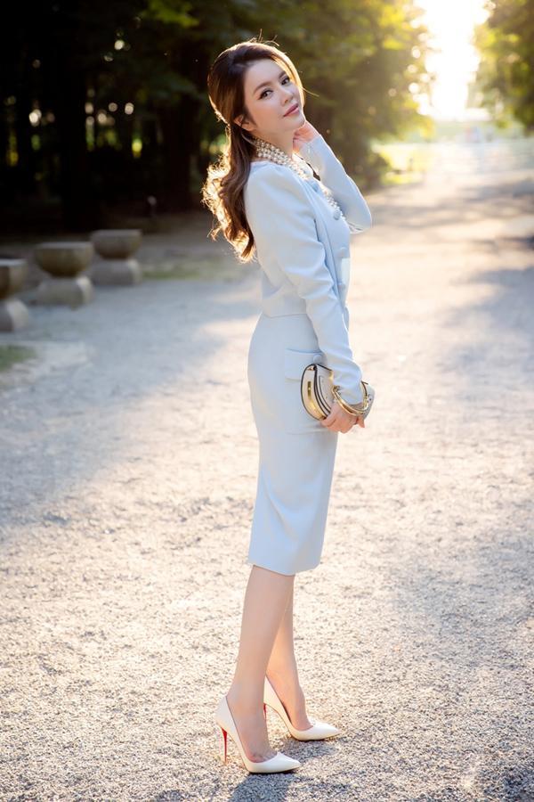 Nhã Phương lộ bụng to bất thường - Angela Phương Trinh lấy lại danh xưng nữ hoàng thảm đỏ tuần qua-9