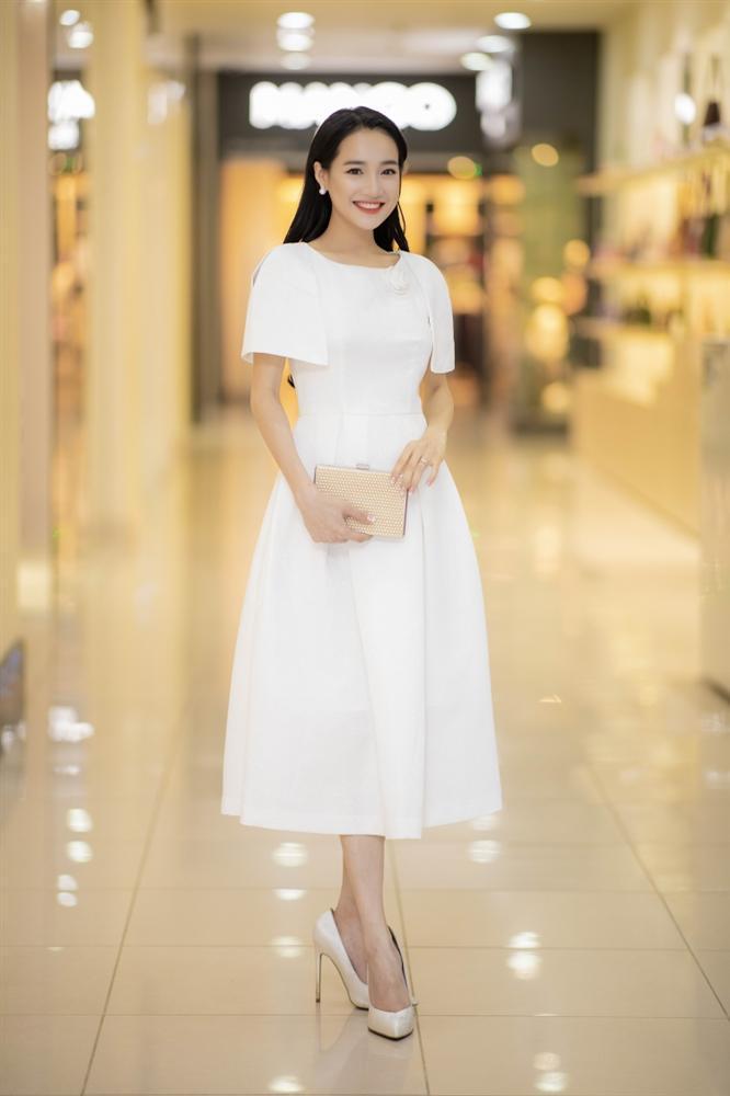 Nhã Phương lộ bụng to bất thường - Angela Phương Trinh lấy lại danh xưng nữ hoàng thảm đỏ tuần qua - ảnh 6