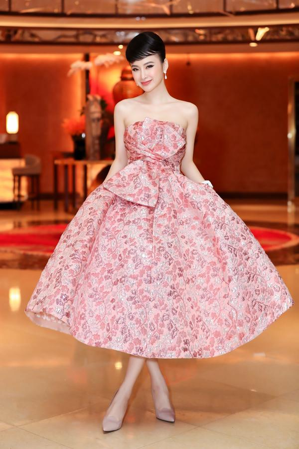 Nhã Phương lộ bụng to bất thường - Angela Phương Trinh lấy lại danh xưng nữ hoàng thảm đỏ tuần qua - ảnh 1