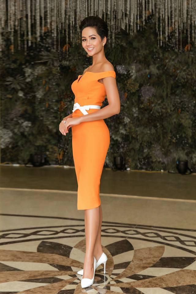Nhã Phương lộ bụng to bất thường - Angela Phương Trinh lấy lại danh xưng nữ hoàng thảm đỏ tuần qua - ảnh 8