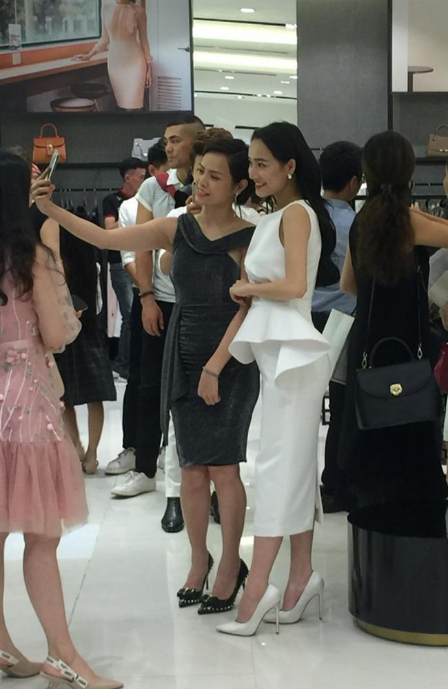Nhã Phương lộ bụng to bất thường - Angela Phương Trinh lấy lại danh xưng nữ hoàng thảm đỏ tuần qua - ảnh 7