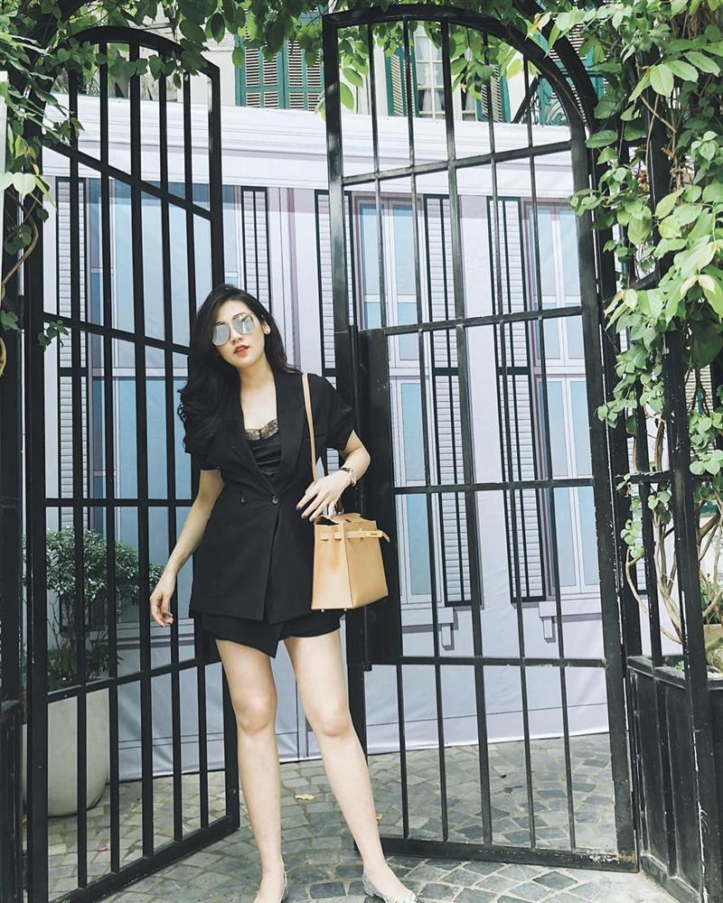 Clip Thanh Hằng ăn uống vội vàng trong hậu trường-10