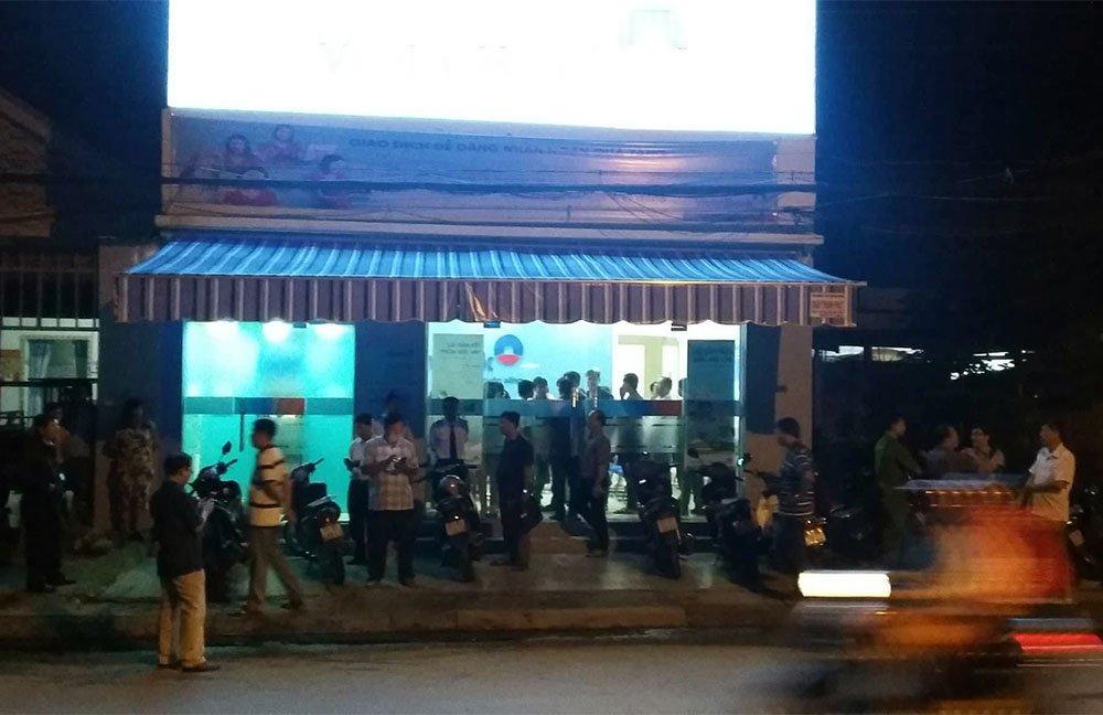 Video cảnh cướp chớp nhoáng 1 tỷ đồng ở Tiền Giang-1