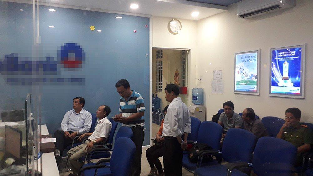 Video cảnh cướp chớp nhoáng 1 tỷ đồng ở Tiền Giang-2