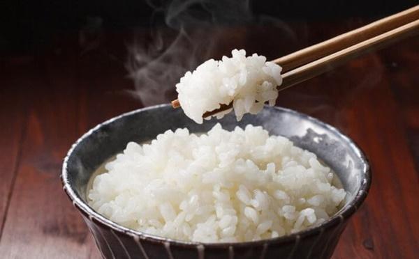 Bỏ thêm 2 món này vào nồi khi nấu cơm, bạn sẽ bất ngờ bởi hương vị thơm mềm khác lạ-1