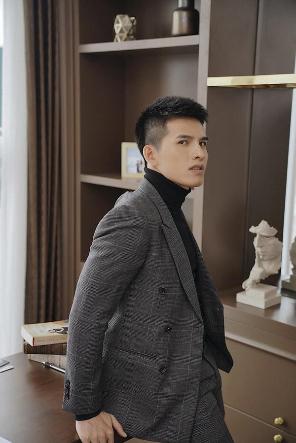 Quốc Thiên trở lại trong MV mới với gương mặt khác lạ cùng chiếc mũi cao vút-2