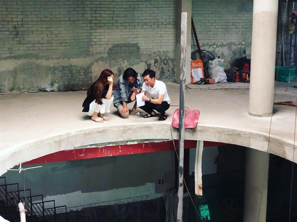 Tăng Thanh Hà khoe dáng mảnh mai với trang phục kiệm vải-2