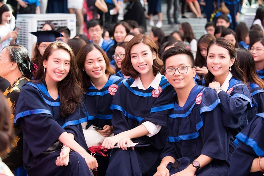 Bá đạo như Đỗ Mỹ Linh: Đã photoshop ảnh tốt nghiệp đại học lại còn báo cho cả thiên hạ biết-6