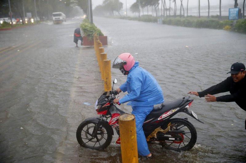 Philippines xác nhận 2 người đầu tiên thiệt mạng vì siêu bão Mangkhut-1