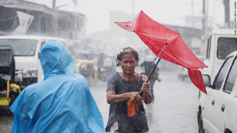 Philippines xác nhận 2 người đầu tiên thiệt mạng vì siêu bão Mangkhut-2