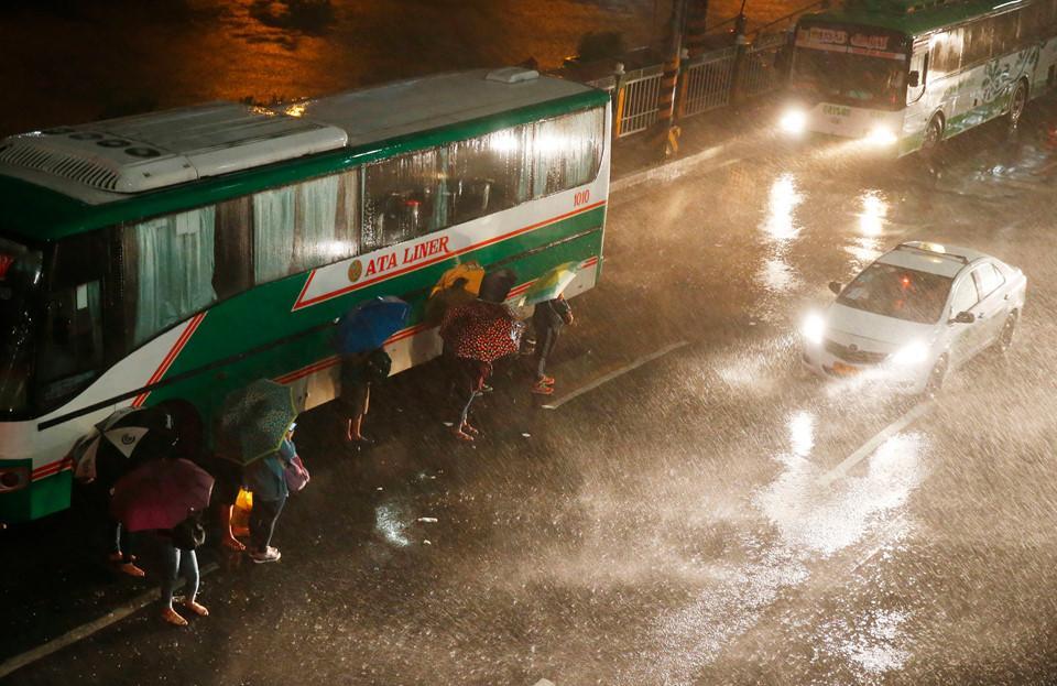Philippines xác nhận 2 người đầu tiên thiệt mạng vì siêu bão Mangkhut-10