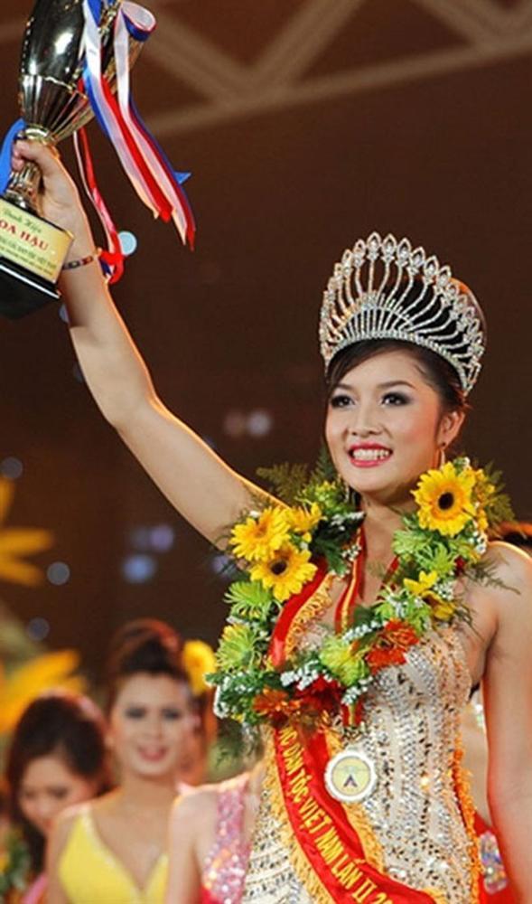Bất ngờ cuộc sống của 2 Hoa hậu quyết trả lại vương miện-1