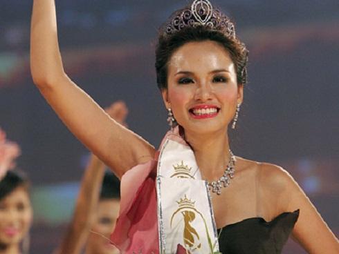 Bất ngờ cuộc sống của 2 Hoa hậu quyết trả lại vương miện-15