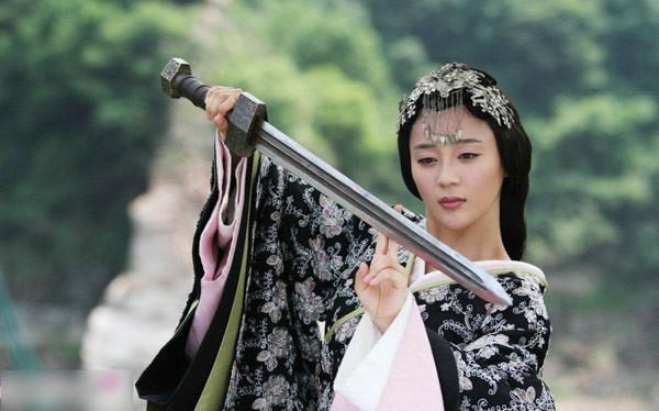 Đóng cùng vai với Lưu Diệc Phi, loạt mỹ nhân Hoa ngữ đẹp đến mấy cũng trở nên thê thảm-6