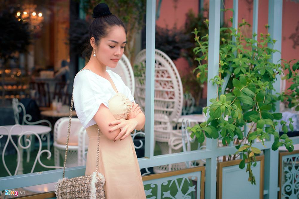 Dương Cẩm Lynh: Tôi khóc cả tháng, chới với khi ôm con ra ngoài sống-1