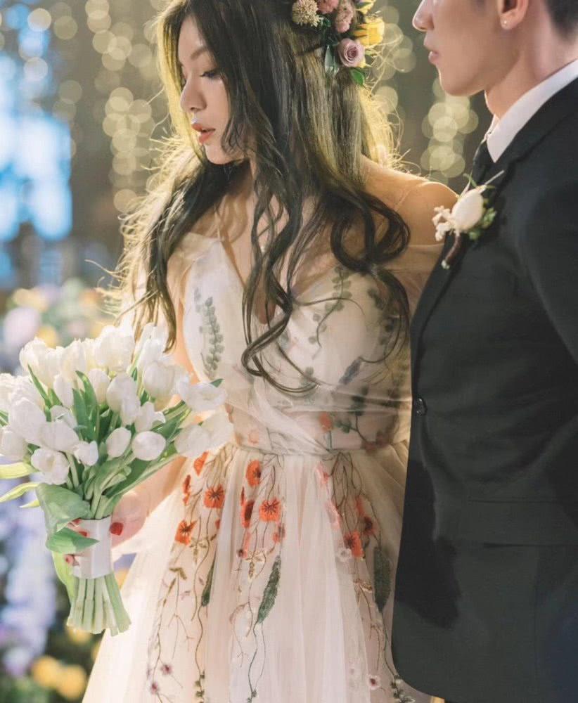 Triệu Vy xinh đẹp khi dự lễ cưới thiên kim nhà giàu Trung Quốc-1