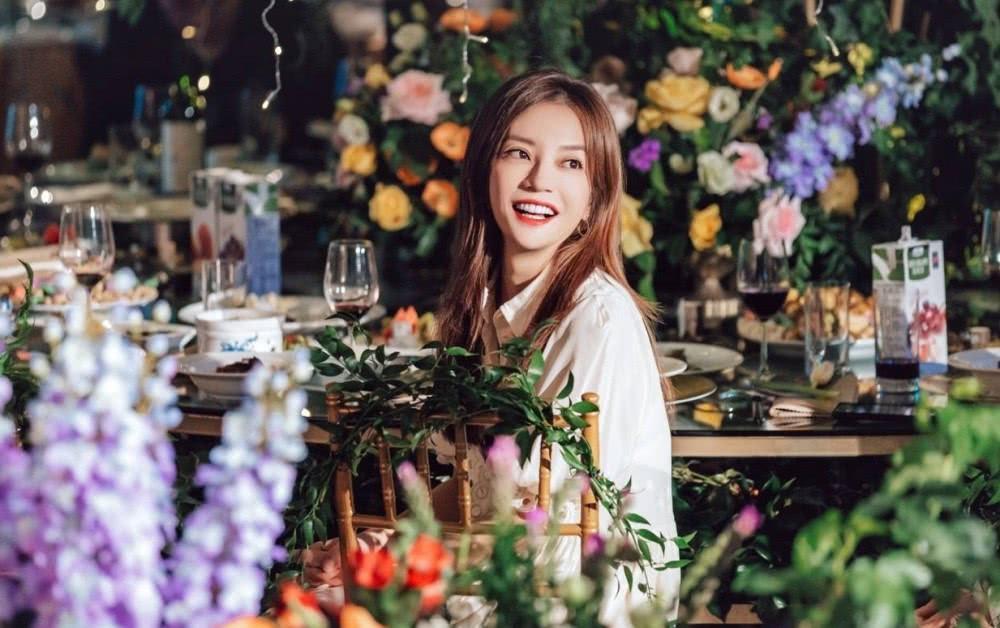 Triệu Vy xinh đẹp khi dự lễ cưới thiên kim nhà giàu Trung Quốc-3