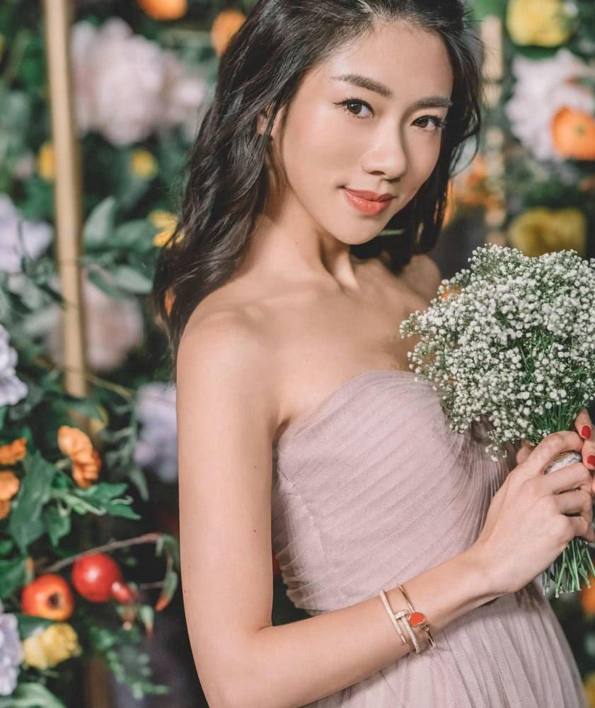 Triệu Vy xinh đẹp khi dự lễ cưới thiên kim nhà giàu Trung Quốc-5