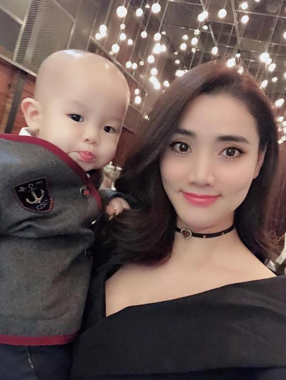 Đẳng cấp hotmom của Huyền Baby: Tổ chức tiệc hoành tráng, diện đồ cực sexy trong tiệc sinh nhật con trai tròn 1 tuổi-2