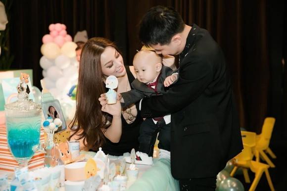 Đẳng cấp hotmom của Huyền Baby: Tổ chức tiệc hoành tráng, diện đồ cực sexy trong tiệc sinh nhật con trai tròn 1 tuổi-10