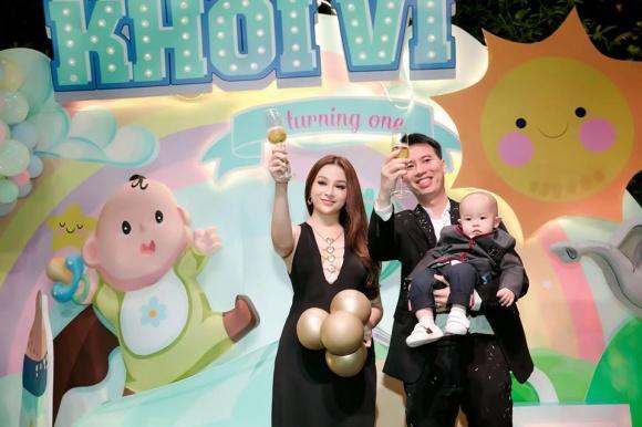 Đẳng cấp hotmom của Huyền Baby: Tổ chức tiệc hoành tráng, diện đồ cực sexy trong tiệc sinh nhật con trai tròn 1 tuổi-1