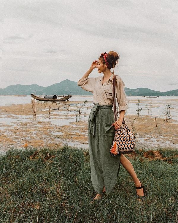 Không thể rời mắt khỏi loạt ảnh check-in tuyệt đẹp của hot girl tóc mây tại Việt Nam-1