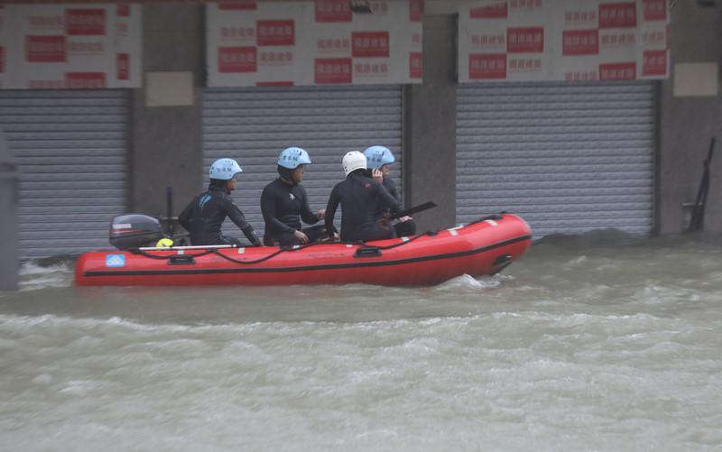 Thiên đường cờ bạc Macau biến thành sông vì bão Mangkhut-6