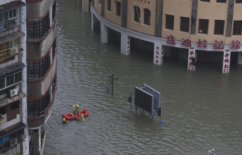 Thiên đường cờ bạc Macau biến thành sông vì bão Mangkhut-7