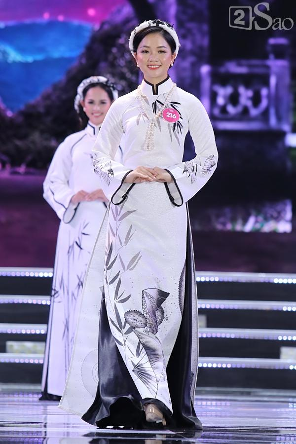 43 thí sinh đêm chung kết khoe nhan sắc hút hồn khi Trình diễn Áo dài-3