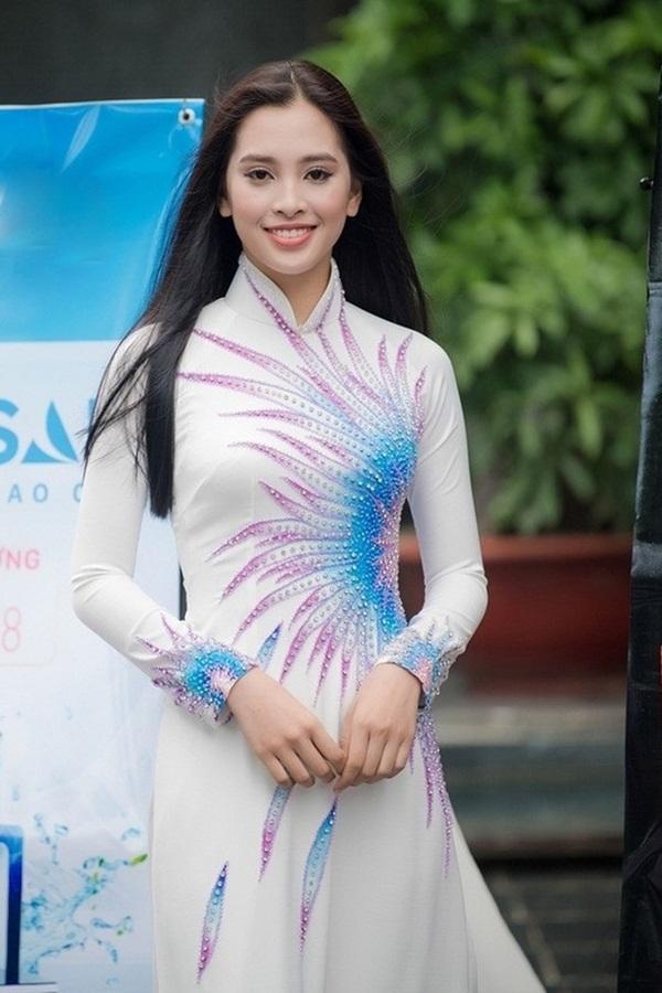 Mới 18 tuổi nhưng tân Hoa hậu Việt Nam - Trần Tiểu Vy đã sở hữu nhan sắc không phải dạng vừa-6