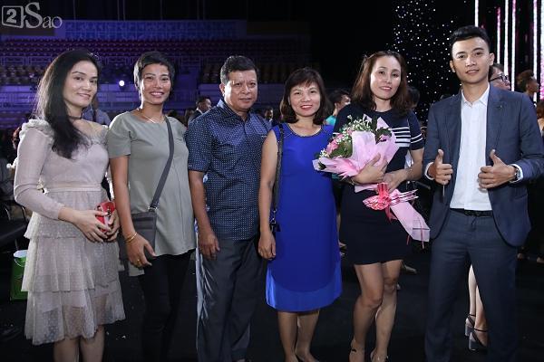 Mẹ tân hoa hậu Trần Tiểu Vy không quan tâm việc con gái bị cộng đồng chỉ trích non nớt, kém ứng xử-1