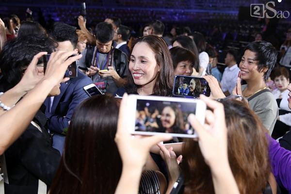 Mẹ tân hoa hậu Trần Tiểu Vy không quan tâm việc con gái bị cộng đồng chỉ trích non nớt, kém ứng xử-2