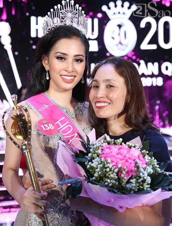 Mẹ tân hoa hậu Trần Tiểu Vy không quan tâm việc con gái bị cộng đồng chỉ trích non nớt, kém ứng xử-5