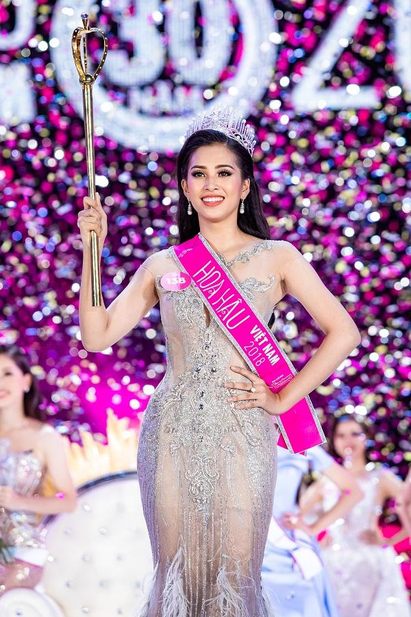 Trần Tiểu Vy đăng quang Hoa hậu Việt Nam 2018.