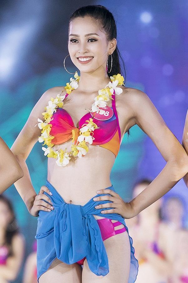 Tân Hoa hậu Việt Nam 2018 Trần Tiểu Vy bị nghi tốt nghiệp THPT với bảng điểm dưới trung bình-3