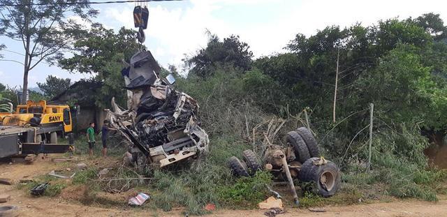 Khởi tố vụ xe bồn đâm xe khách làm 13 người chết ở Lai Châu-1