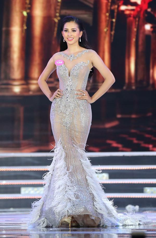 Hoa hậu Trần Tiểu Vy mặc váy 150 triệu khi đăng quang-1