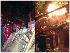 Ảnh, clip: Hiện trường đám cháy gần chục nhà liền kề phố Đê La Thành