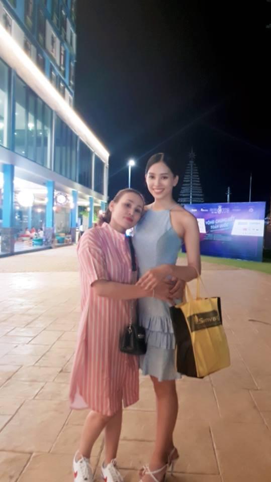 Không chỉ thừa hưởng về nhan sắc, Hoa hậu Trần Tiểu Vy và mẹ ruột còn rất hợp cạ về thời trang-4