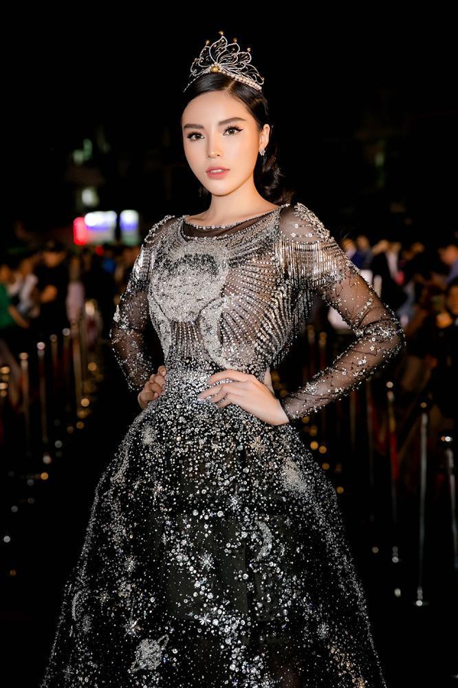 4 người đẹp đăng quang Hoa hậu Việt Nam ở tuổi 18-6